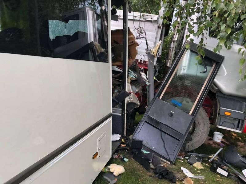 zderzenia autobusu z cieżarówką w świnarsku