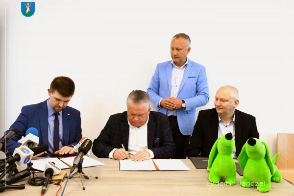 Podpisanie umowy - 6 nowych autobusów CNG