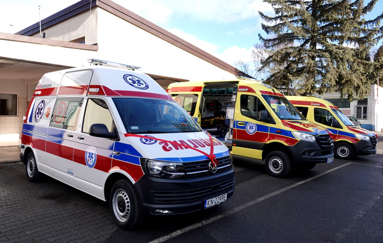 4 karetki sądeckie pogotowie ratunkowe