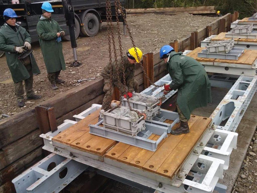 Budowa mostu na rzece Kamienica
