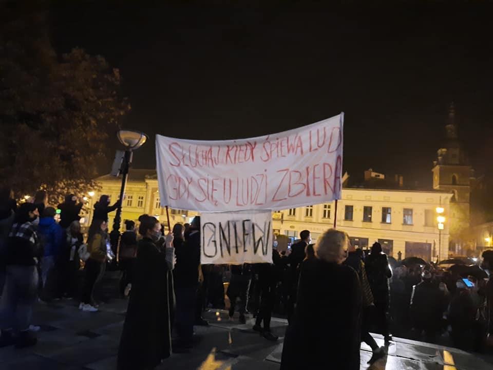 Strajk kobiet - rynek Nowy Sącz